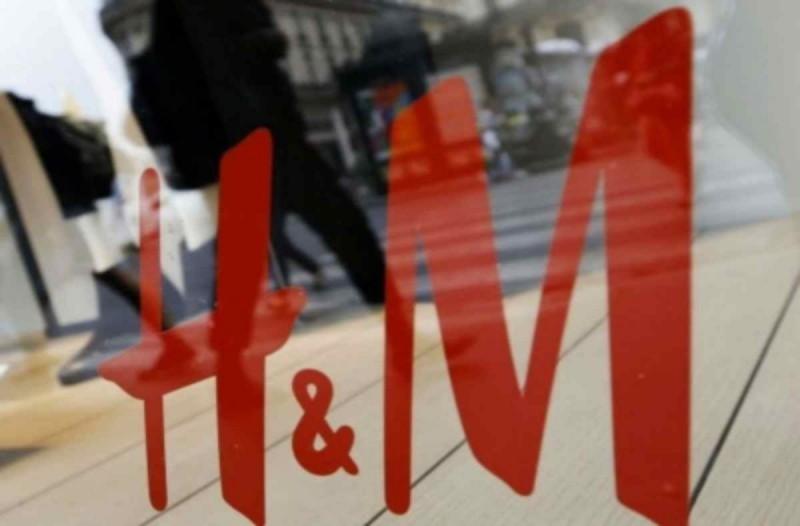 Ξεπουλάει το H&M - Βρείτε online μπλουζάκι με φουσκωτά μανίκα μόλις 2,99€