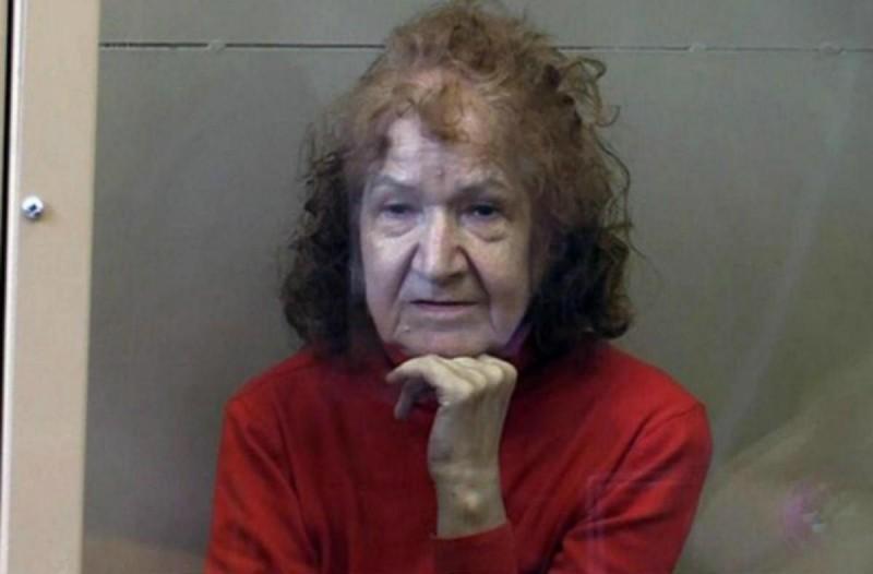 68χρονη γιαγιά σκότωσε, μαγείρεψε και... Η εικόνα από την κάμερα ασφαλείας σοκάρει