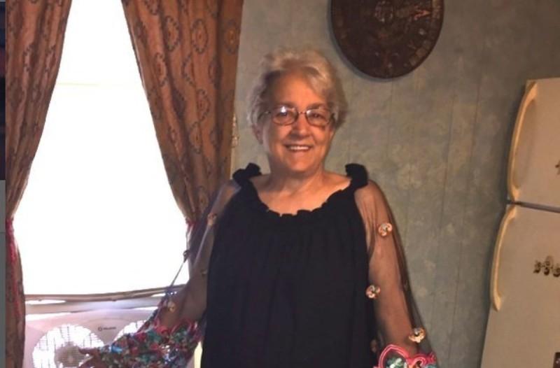 Η φωτογραφία της γιαγιάς με την 19χρονη εγγονή της έχει συγκινήσει το διαδίκτυο - Μόλις την δείτε ολόκληρη...