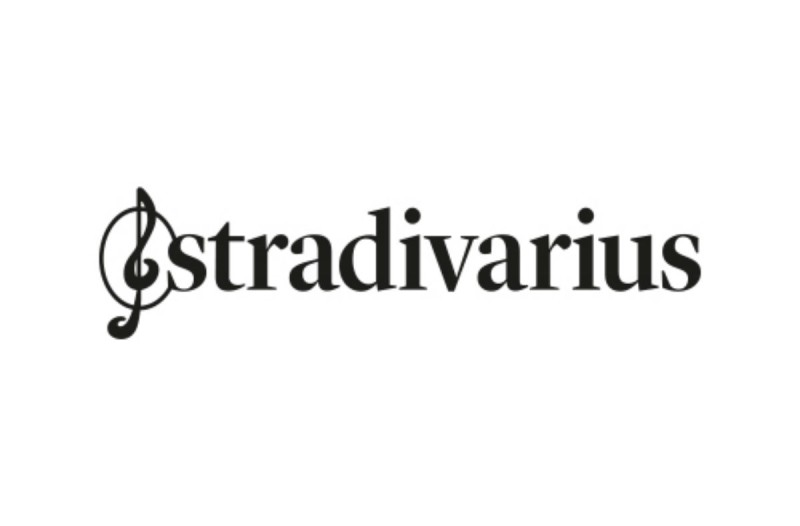 Stradivarius e - shop: Βρήκαμε το τέλειο vintage τζιν που κάνει θραύση με 25,99€!