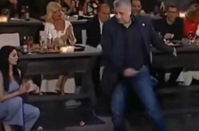 Χόρεψε ζεϊμπέκικο και άφησε άφωνο τον Σπύρο Παπαδόπουλο - Το βίντεο έχει 64.657 views