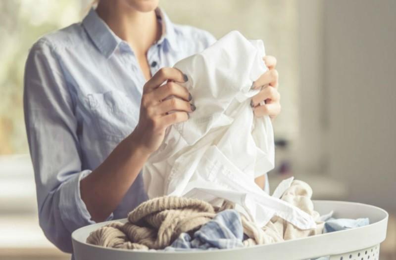 5+1 μυστικά για να καθαρίσετε σωστά τα ρούχα σας και να τα προστατεύσετε από τον κορωνοϊό!
