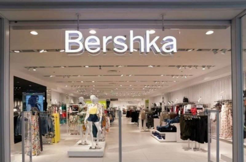 Bershka: Το passepartout κορμάκι που θα φοράς μέρα νύχτα κοστίζει μόλις 9,99€!