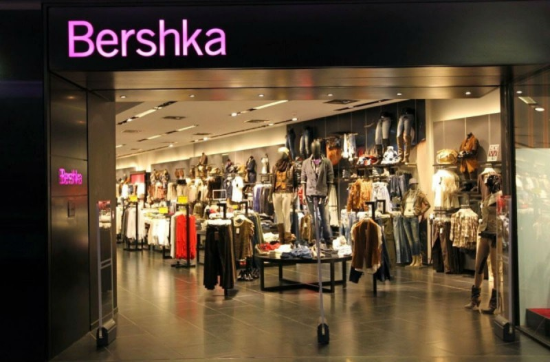 Bershka: Το must have φόρεμα της σεζόν κοστίζει μόλις 12,99€