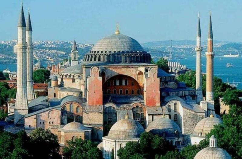 Πανικός για την Αγία Σοφία: Ετοιμάζονται να τη μετατρέψουν σε τέμενος οι Τούρκοι