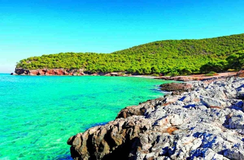 Παράδεισος: Το νησί κοντά στην Αθήνα που λίγοι ξέρουν και όσοι πάνε το λατρεύουν - Θα χρειαστείς λιγότερα από 50 ευρώ