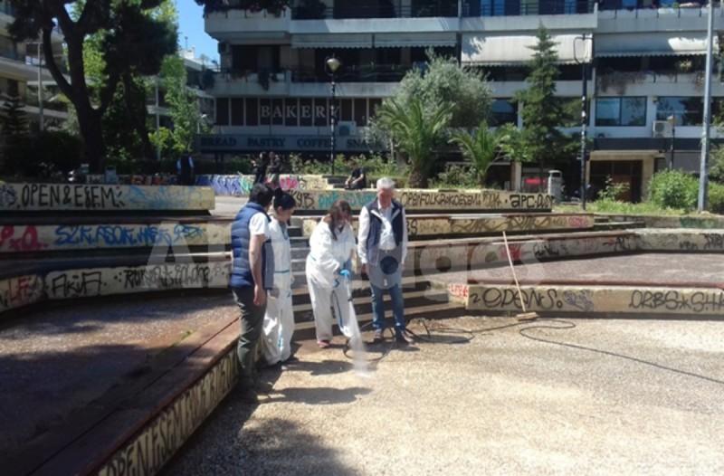 Κορωνοϊός: Έκλεισε την πλατεία της Αγίας Παρασκευής ο Νίκος Χαρδαλιάς