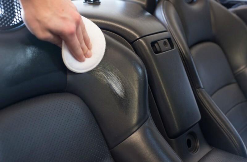 Έτριψε με baby oil τα καθίσματα του αυτοκινήτου - Με το αποτέλεσμα θα ενθουσιαστείτε!