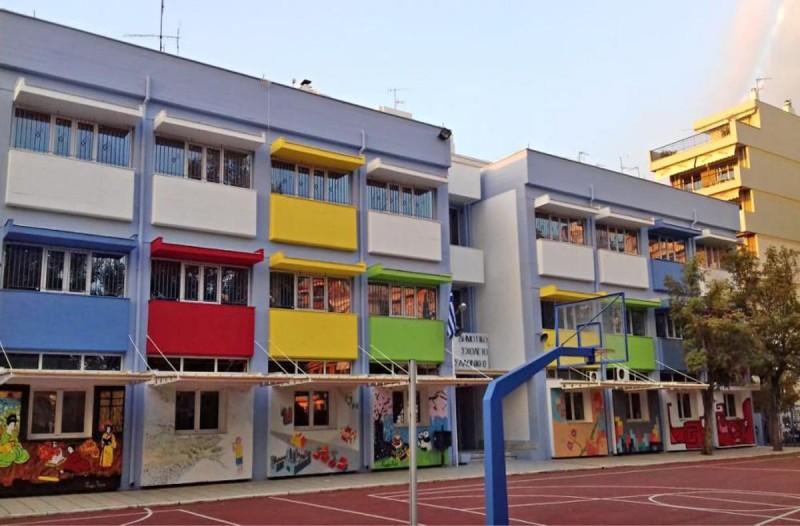 Σοκ στη Θεσσαλονίκη: Μαχαίρωσαν νεαρό σε σχολείο