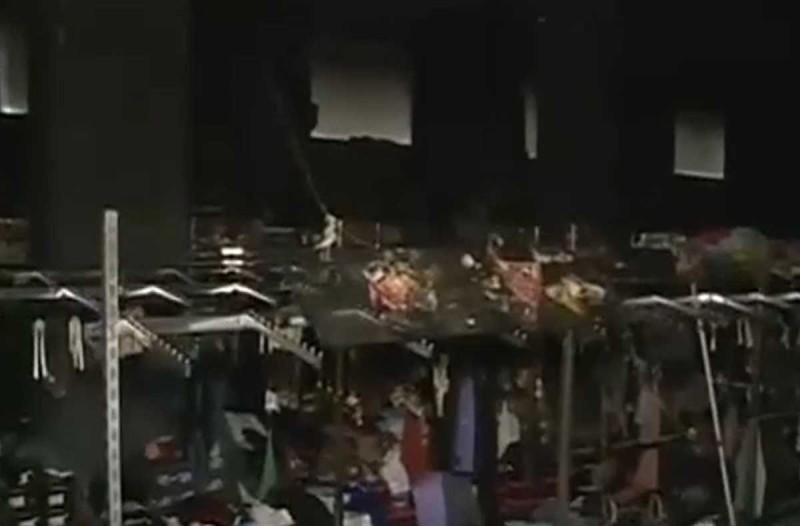 Χαμός στη Λυκόβρυση: Έγινε «στάχτες» κατάστημα κινεζικών προϊόντων