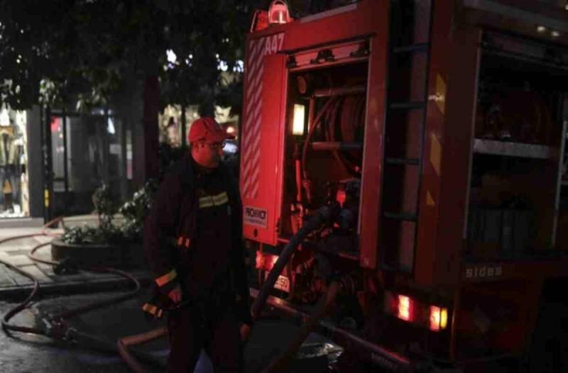 Ισχυρή πυρκαγιά στη Μάνδρα