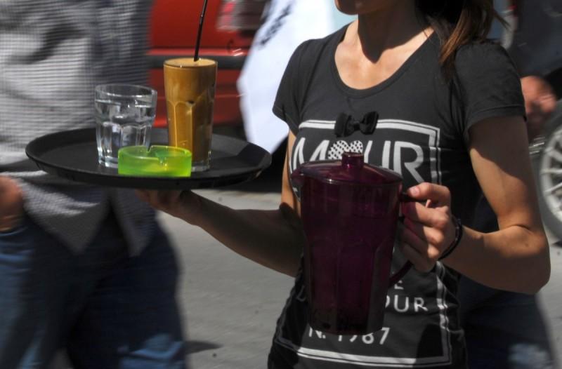Χαμός στη Λάρισα: Συλλήψεις για τρεις καταστηματάρχες λόγω των… πάρτι κορωνοϊού