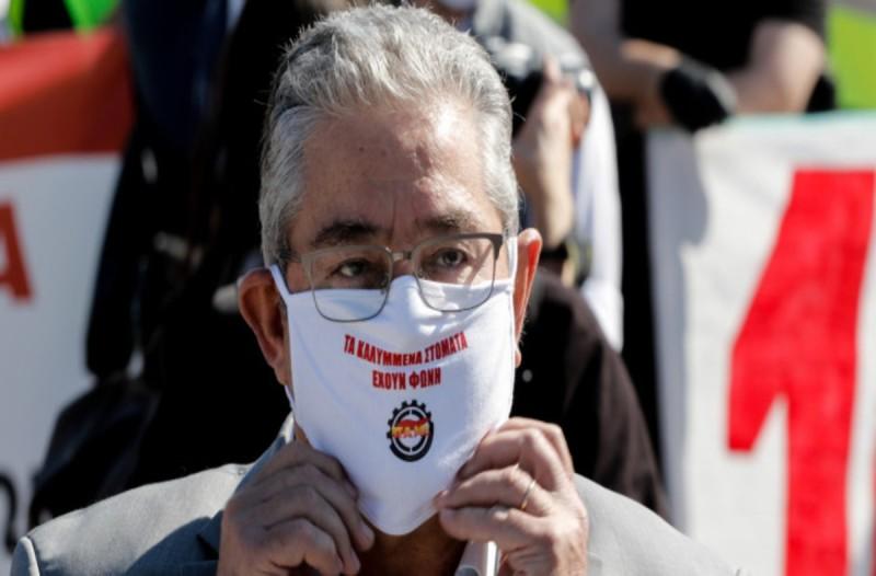 Πρωτομαγιά: Η ξεχωριστή μάσκα του Δημήτρη Κουτσούμπα και η… στρατιωτική πειθαρχία του ΠΑΜΕ