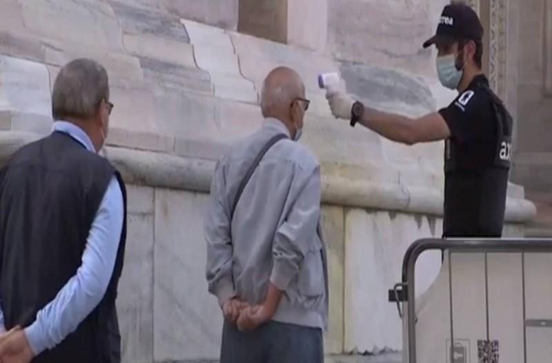 64 μέρες μετά ανάσαναν πάλι: Παίρνει ξανά ζωή η Duomo στο Μιλάνο (video)