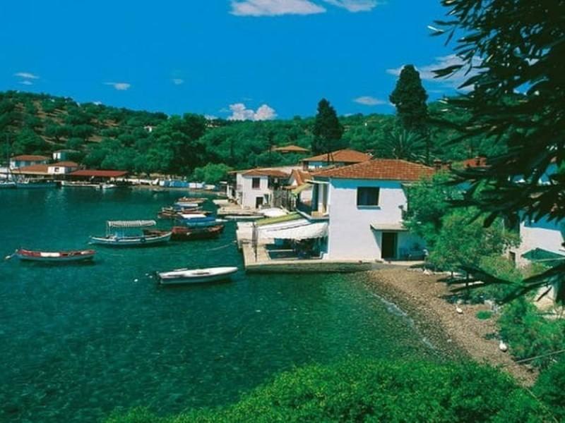ελληνικό νησί με δέκα ευρώ την μέρα