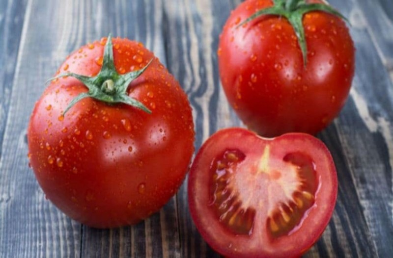 Τρώτε τη ντομάτα με τη φλούδα; Σταματήστε το αμέσως!