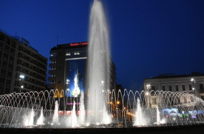 Αθήνα: Εγκαινιάστηκε η πλατεία Ομονοίας με το ανανεωμένο σιντριβάνι