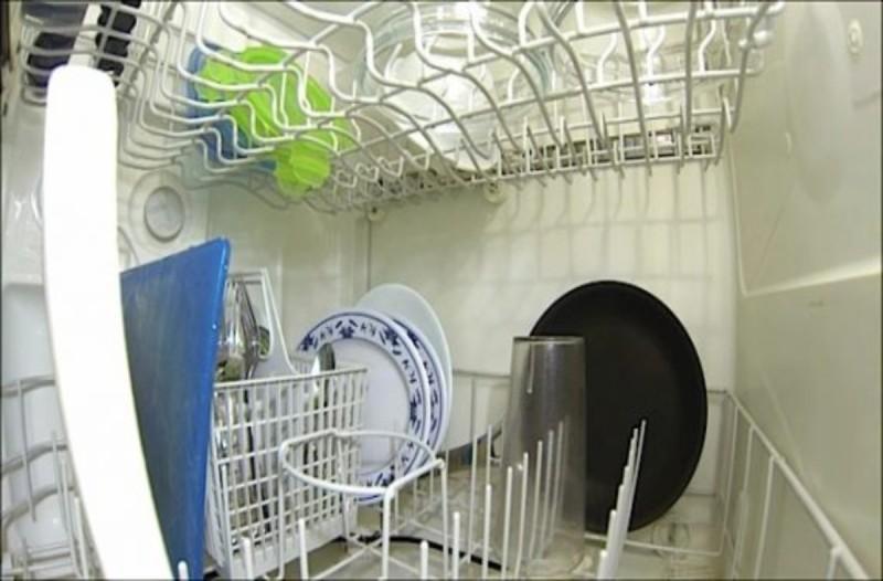 Τοποθέτησε κάμερα μέσα στο πλυντήριο πιάτων - Αυτό που κατέγραψε θα σας εκπλήξει