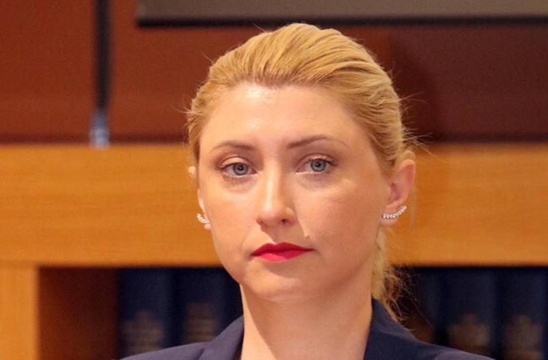 Σία Κοσιώνη: Με ποιον πασίγνωστο Έλληνα δημοσιογράφο ήταν παντρεμένη πριν τον Κώστα Μπακογιάννη;