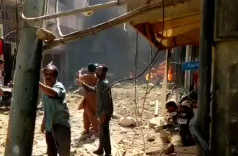 Συνετρίβη αεροπλάνο με 107 επιβάτες στο Πακιστάν - Έπεσε πάνω σε σπίτια - Σοκάρουν οι εικόνες (Video)