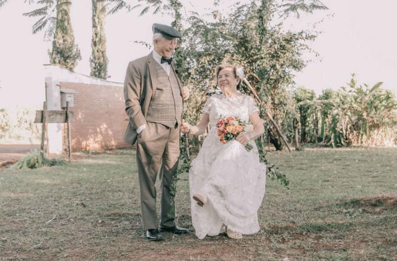 Γιαγιά και παππούς παντρεύτηκαν το 1957 ωστόσο σήμερα αποφάσισαν να...
