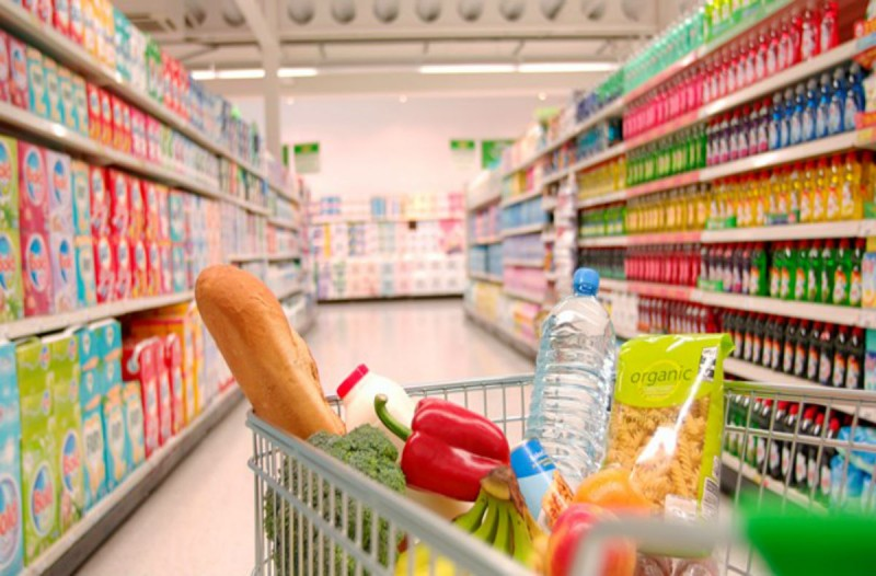 8+1 κόλπα των σούπερ μάρκετ που μας κάνουν να αγοράζουμε τα