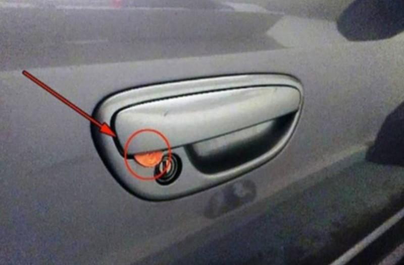 Εάν δείτε ένα νόμισμα κολλημένο στην πόρτα του αυτοκινήτου σας,κάντε αυτό αμέσως..