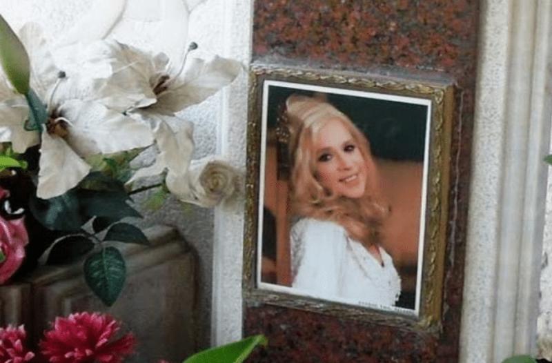 Αλίκη Βουγιουκλάκη: Όλη η αλήθεια για τον τάφο της - Ποιος είναι ο... Χουσεΐν;