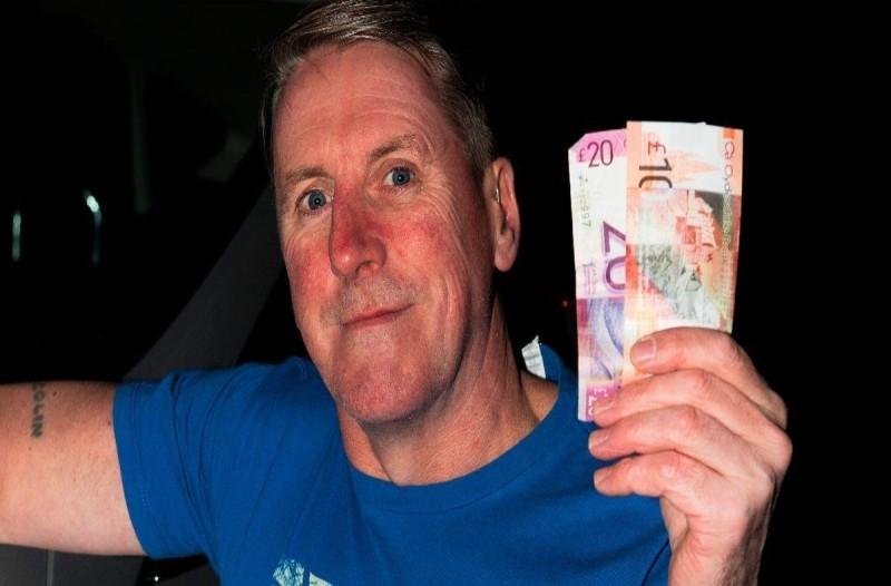 50χρονος πήγε στο ΑΤΜ και βρήκε ξεχασμένα λεφτά - Δεν θα πιστεύετε τι του συνέβη λίγες ώρες μετά