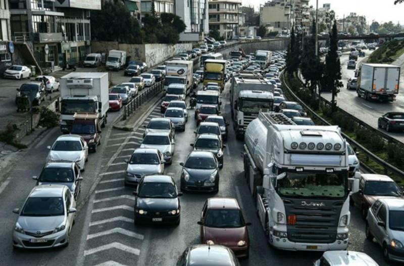 Κυκλοφοριακό κομφούζιο: Τροχαίο στον Κηφισό και μποτιλιάρισμα χιλιομέτρων - Ποιοι δρόμοι είναι στα «κόκκινα» (photo)