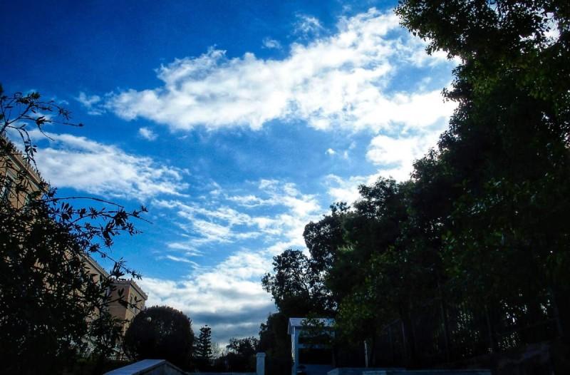Καιρός σήμερα: Επιστροφή στο καλοκαίρι - Ηλιοφάνεια και άνοδος της θερμοκρασίας