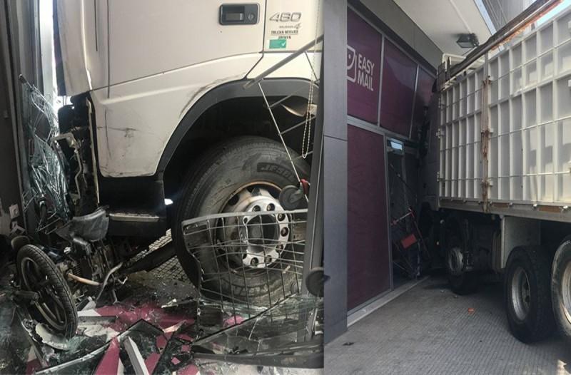 Τροχαίο στην Πειραιώς: Πέθανε από έμφραγμα ο οδηγός του φορτηγού