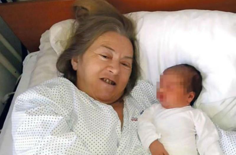 60χρονη γιαγιά γέννησε