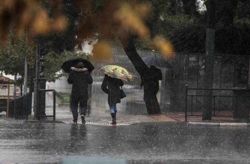 Καιρός: «Κοκτέιλ» βροχών και σκόνης με ανεβασμένη θερμοκρασία