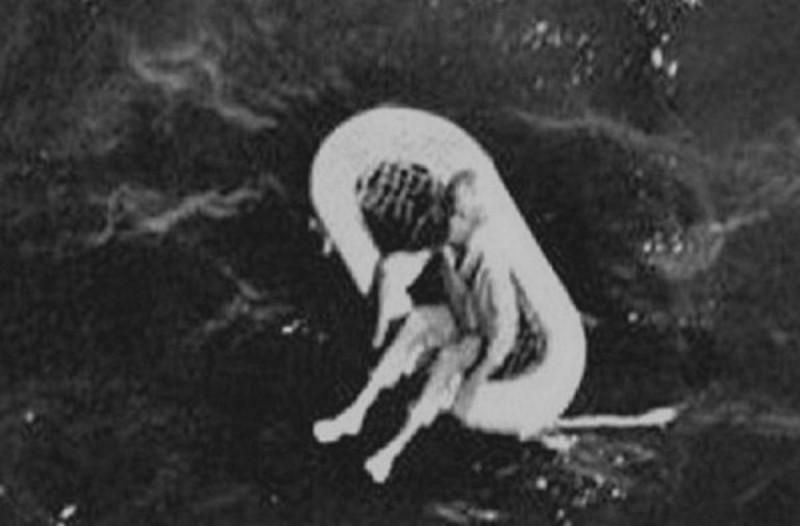 Αυτό το κορίτσι βρέθηκε να επιπλέει στη θάλασσα το 1961. 55 χρόνια μετά αποκαλύπτεται η φρικτή αλήθεια...