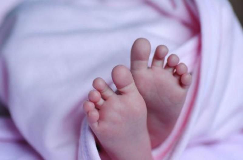 Θρήνος στην Ηγουμενίτσα: Πέθανε μωρό δύο ετών - Πνίγηκε στα κάγκελα της κούνιας του (Video)