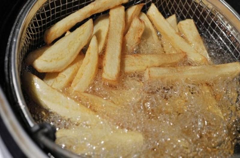 Ξεχάστε όσα ξέρατε: Με αυτό το λάδι πρέπει να τηγανίζετε τις πατάτες