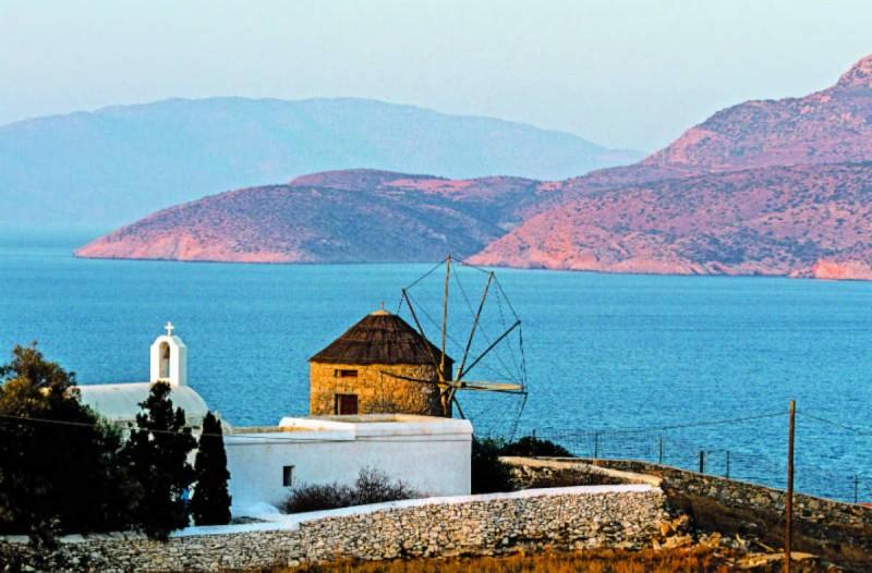 Ο Τάσος Δούσης προτείνει 20 από τα ωραιότερα ελληνικά νησιά - Αξίζει τον κόπο να πάτε