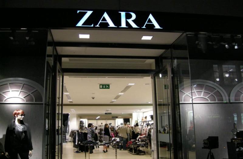 Ουρές στα ZARA: Το πιο άνετο και στιλάτο τζιν με μόλις 16,99€