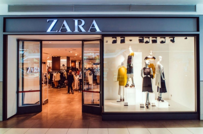 ZARA: Το animal print σατινέ φόρεμα που έχει τρελάνει - Τώρα μόνο 9,99€