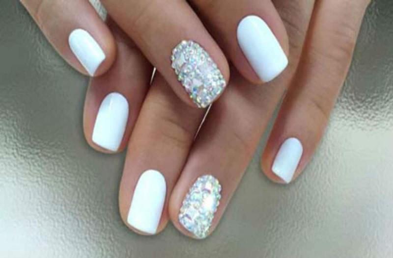 Λευκά νύχια: Η απόλυτη τάση του καλοκαιριού - Δες πώς θα την πας σε... άλλο επίπεδο!