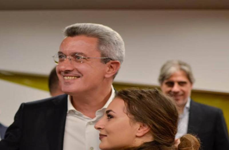 Νίκος Χατζηνικολάου: Θα μείνετε άφωνοι μόλις δείτε ποιος είναι ο πρώτος του ξάδερφος