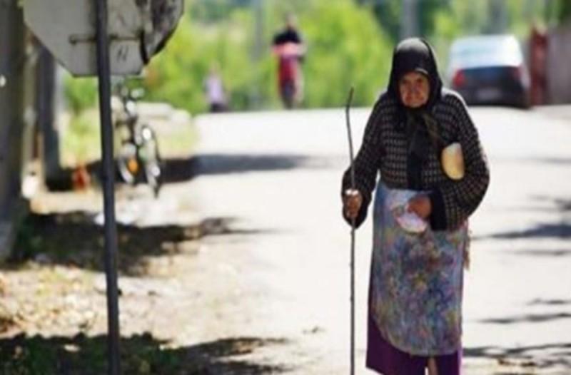 Μια γιαγιά μπήκε ξυπόλητη στο λεωφορείο - Βρήκε βοήθεια από αυτόν που δεν περίμενε ποτέ κανείς
