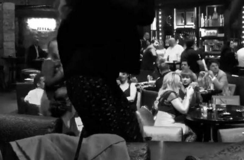 Κορίτσι του ΣΚΑΙ χορεύει καυτό τσιφτετέλι και μας αφήνει άφωνους