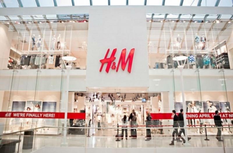 Χαμός με αυτό το στράπλες μπλουζάκι στο H&M - Κοστίζει μόνο 1,99€