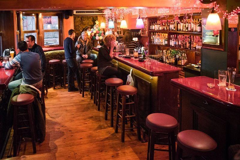 ιντριγκα εξάρχεια ποτο μπαρ