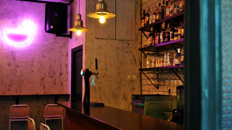 φαλαινα εξάρχεια ποτο μπαρ