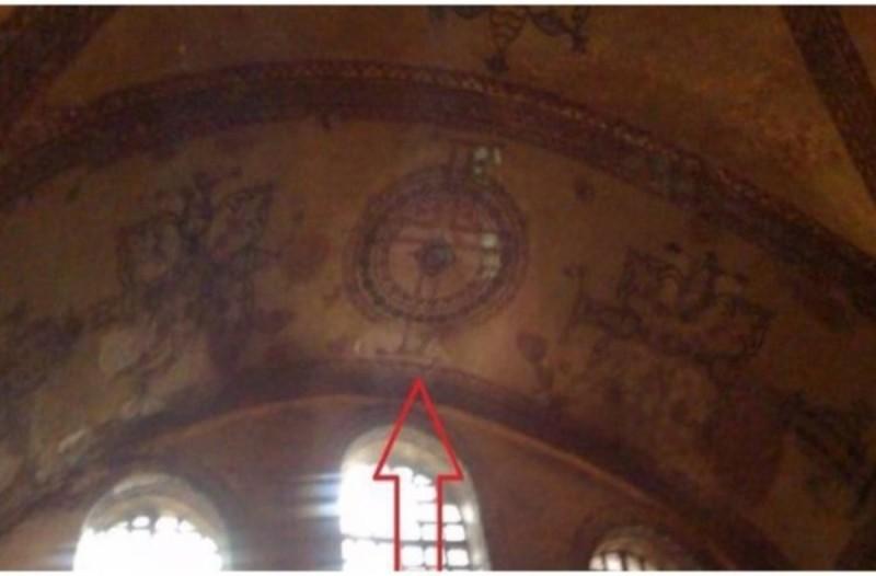 Σταυροί εμφανίζονται μέσα στην Αγιά Σοφιά - Ανατριχιάζει το θέαμα