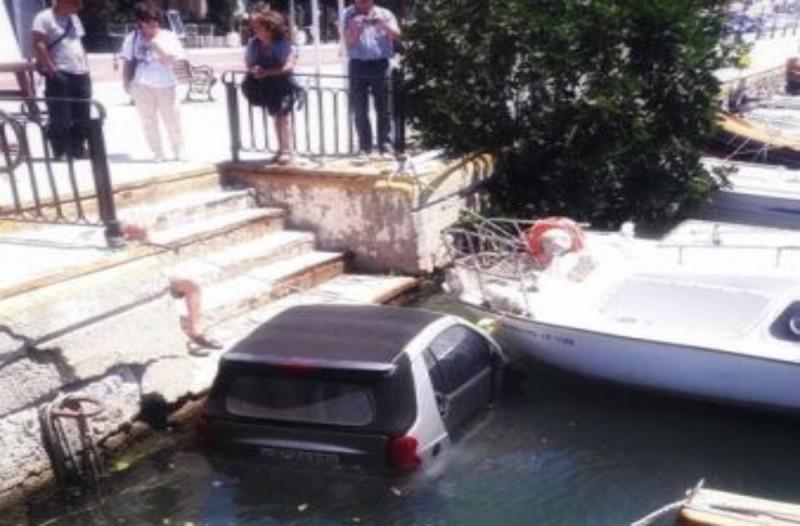Κάρυστος: Ο αέρας πήρε αυτοκίνητο και το έριξε στη θάλασσα