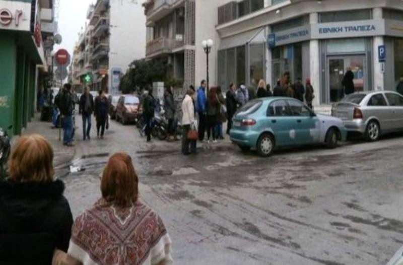 """Η κίνηση ενός στρατιωτικού μπροστά από το ΑΤΜ που """"λύγισε"""" όλη την πόλη!"""